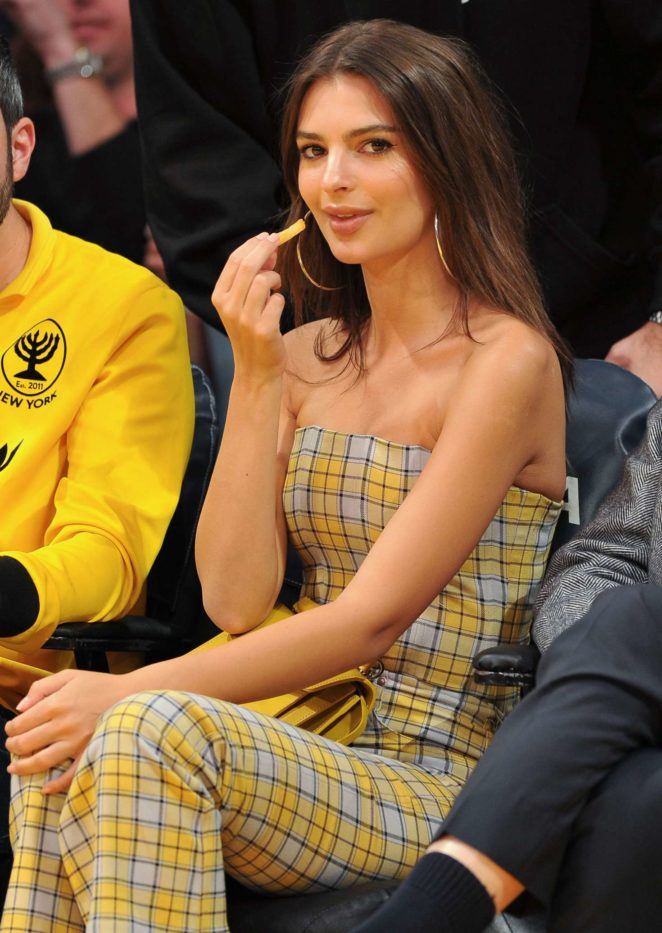 Emily Ratajkowski - Los Angeles Lakers and the Houston Rockets basketball game in LA