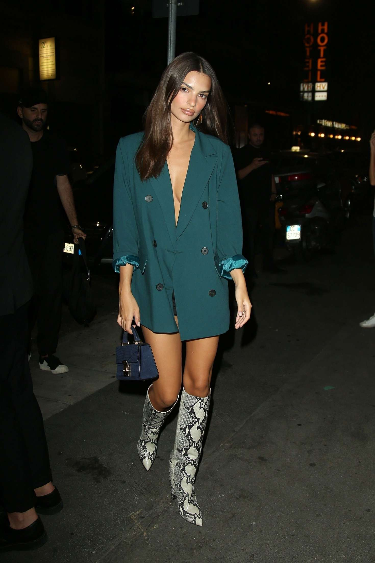Emily Ratajkowski – Night Out in Milan