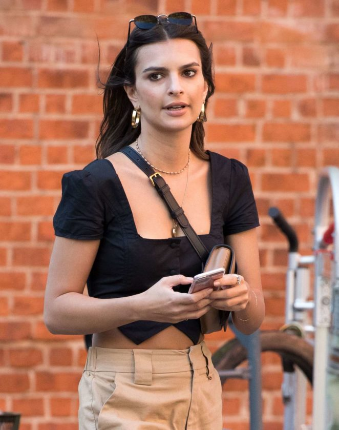 Emily Ratajkowski - Out and about in NYC