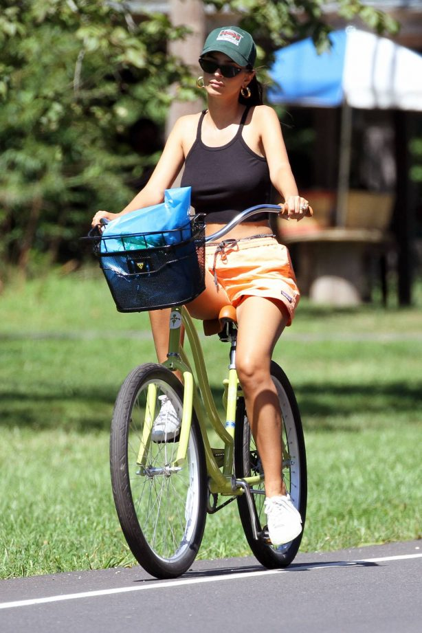Emily Ratajkowski - Out for a bike ride in the Hamptons