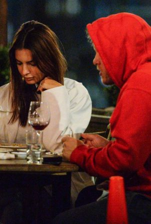 Emily Ratajkowski - Out for a dinner at il Buco in New York