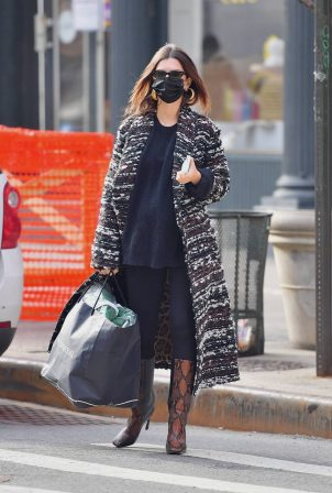 Emily Ratajkowski - Out for a doctor check-up in New York