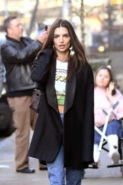 Emily Ratajkowski - Out for lunch in New York City