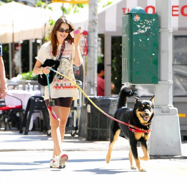Emily Ratajkowski - Out with her dog Colombo in New York
