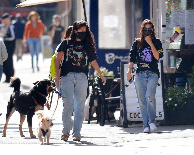Emily Ratajkowski 2020 : Emily Ratajkowski – Out with her dog in downtown New York-09
