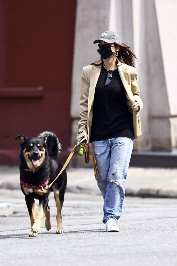 Emily Ratajkowski - Out with her dog in New York
