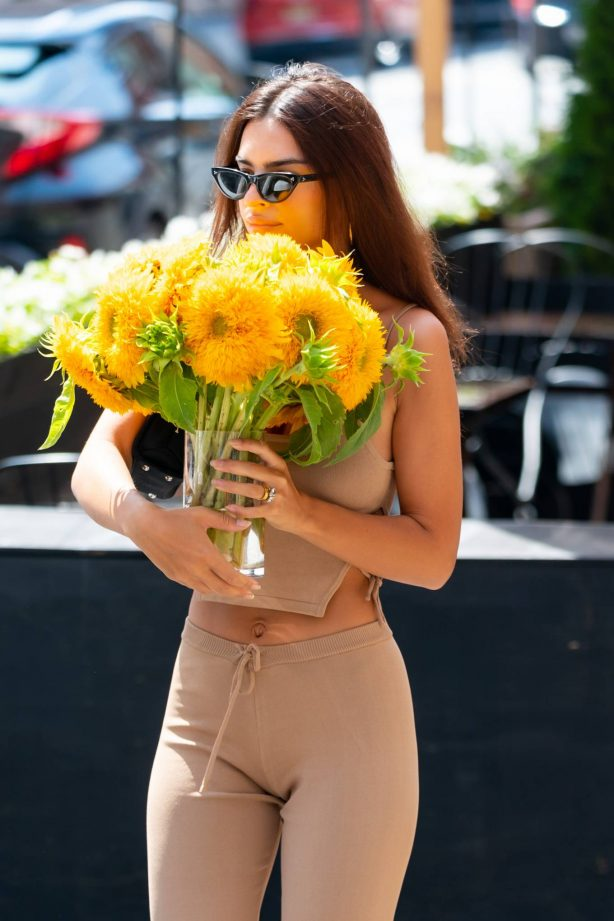 Emily Ratajkowski - Seen while is out with a vase of flowers in New York City