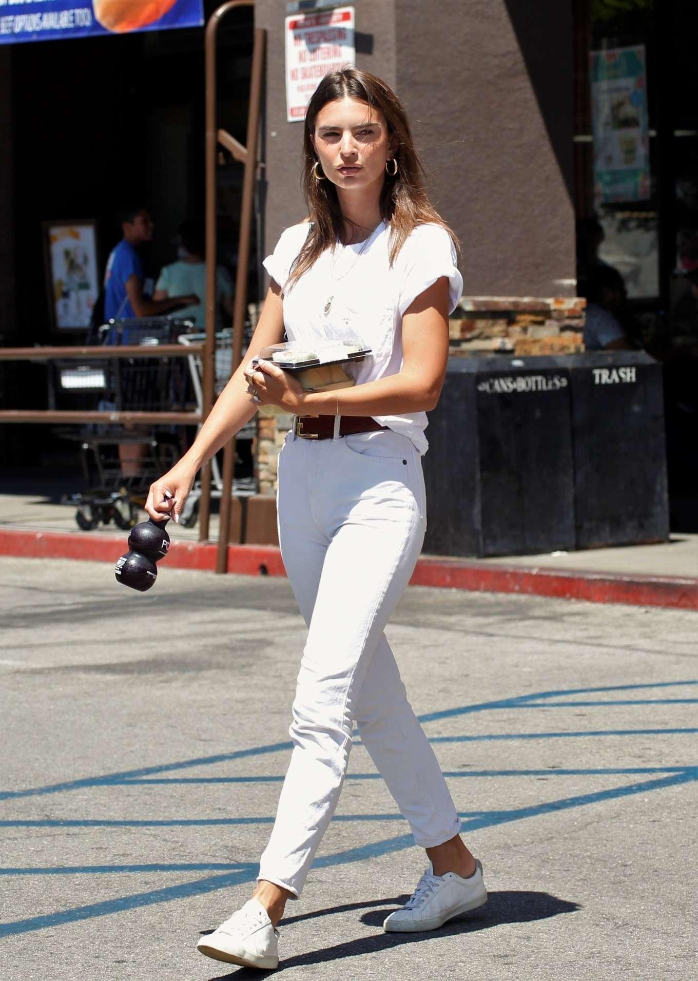 Emily Ratajkowski 2019 : Emily Ratajkowski – Spotted at Lassens Natural Foods and Vitamins Market in LA-04