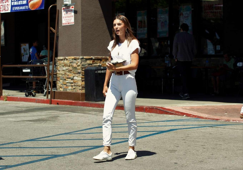 Emily Ratajkowski 2019 : Emily Ratajkowski – Spotted at Lassens Natural Foods and Vitamins Market in LA-07