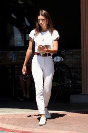 Emily Ratajkowski - Spotted at Lassens Natural Foods and Vitamins Market in LA