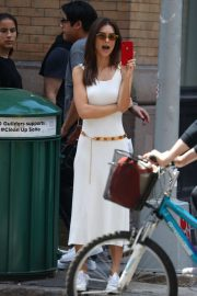 Emily Ratajkowski - Spotted on her phone in NYC