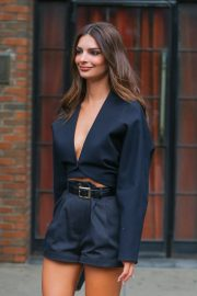Emily Ratajkowski - Stepping out in her hotel in New York