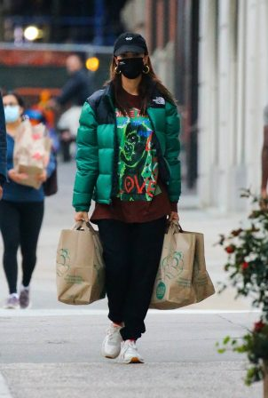 Emily Ratajkowski - Stops at Whole Foods in New York