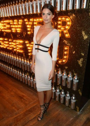 Emily Ratajkowski - Svedka Vodka's Broken Resolution Bash in Los Angeles