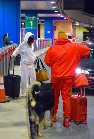 Emily Ratajkowski - With her husband at Newark Liberty International airport in Newark