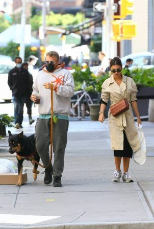 Emily Ratajkowski with her husband - Out for a lunch in New York