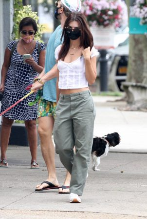 Emily Ratajkowski with husband - Seen after lunch in Sag Harbor New York