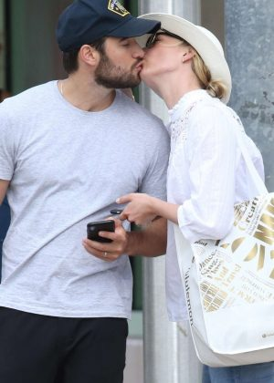 Emily VanCamp on honeymoon in Miami