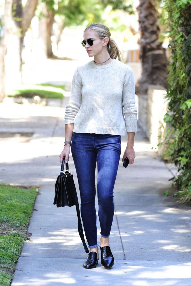 Emily wickersham in jeans 02 gotceleb - Emily wickersham gardener of eden ...