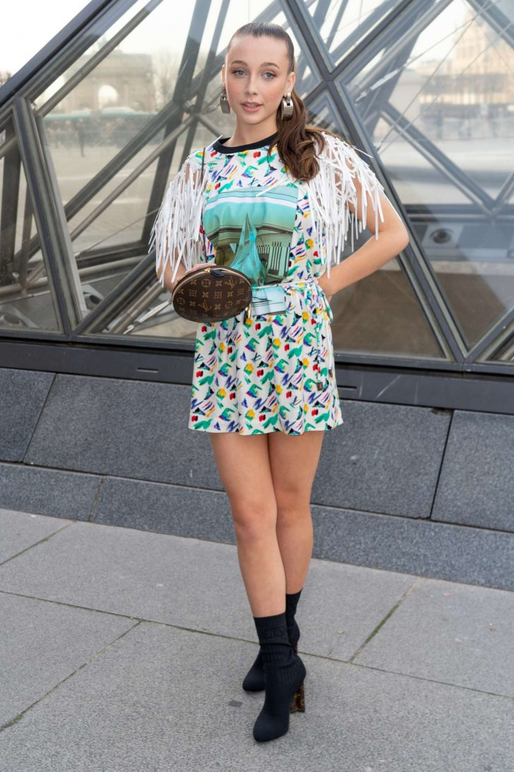 Emma Chamberlain - Louis Vuitton Fashion Show in Paris
