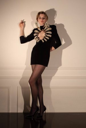Emma Corrin Schiaparelli - The Critics Choice Awards (March 2021)