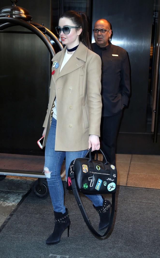 Emma Miller in Jeans -03
