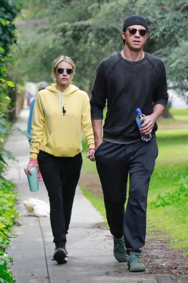 Emma Roberts and Garret Hedlund - Arrive for a hike on the hills of the Griffith Observatory in LA