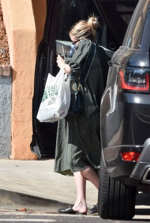 Emma Roberts - Arrives home in Los Angeles