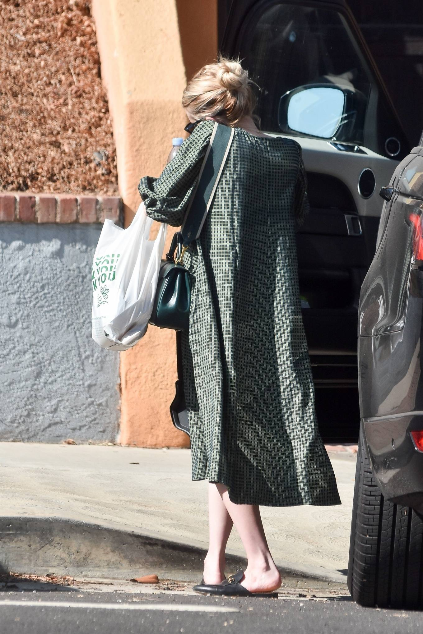 Emma Roberts Arrives Home In Los Angeles 11 Gotceleb