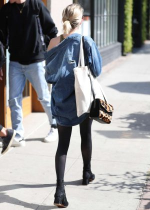 Emma roberts at 901 salon in west hollywood for 901 salon west hollywood