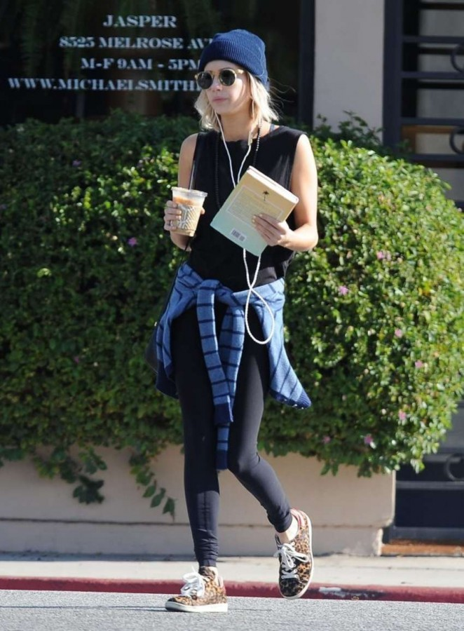 Emma Roberts in Leggings at Urth Caffe in West Hollywood