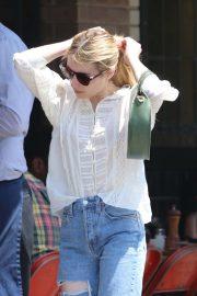 Emma Roberts - Enjoys lunch with a friend in Los Feliz