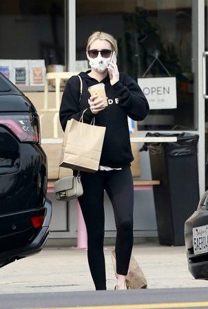 Emma Roberts - Grab a coffee and pastry in Los Feliz
