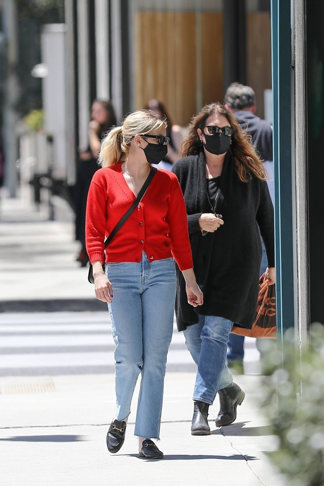 Emma Roberts 2021 : Emma Roberts – heads to Rodeo Dr. in Beverly Hills with her mother Kelly Cunningham-01