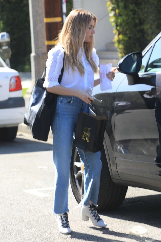 Emma Roberts: Leaves Nine Zero One Salon -01