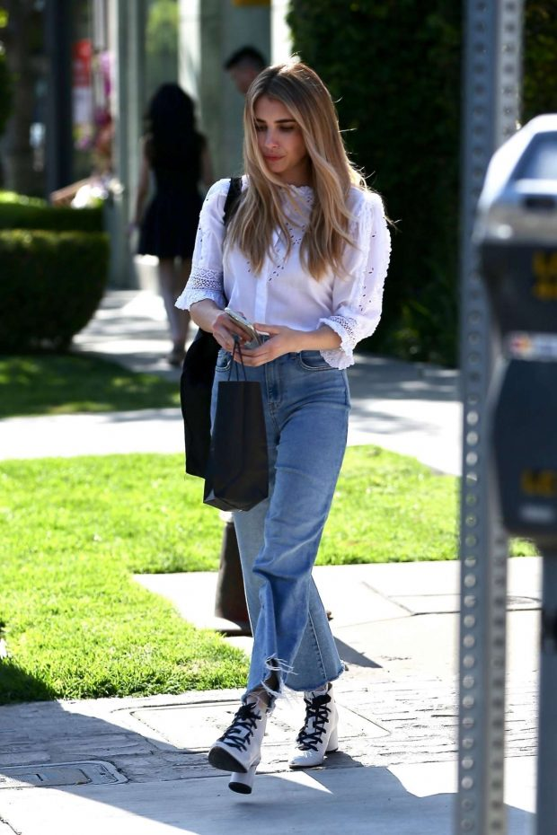 Emma Roberts: Leaves Nine Zero One Salon -11