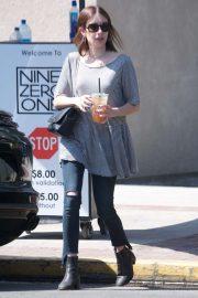 Emma Roberts - Leaving Nine Zero One salon on Melrose Place