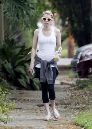 Emma Roberts in Leggings -02