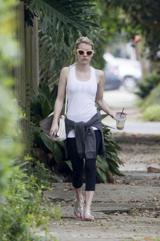 Emma Roberts in Leggings -03