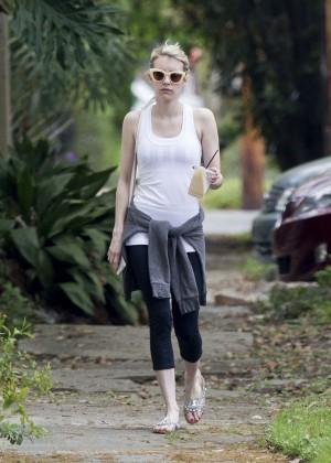 Emma Roberts in Leggings -04
