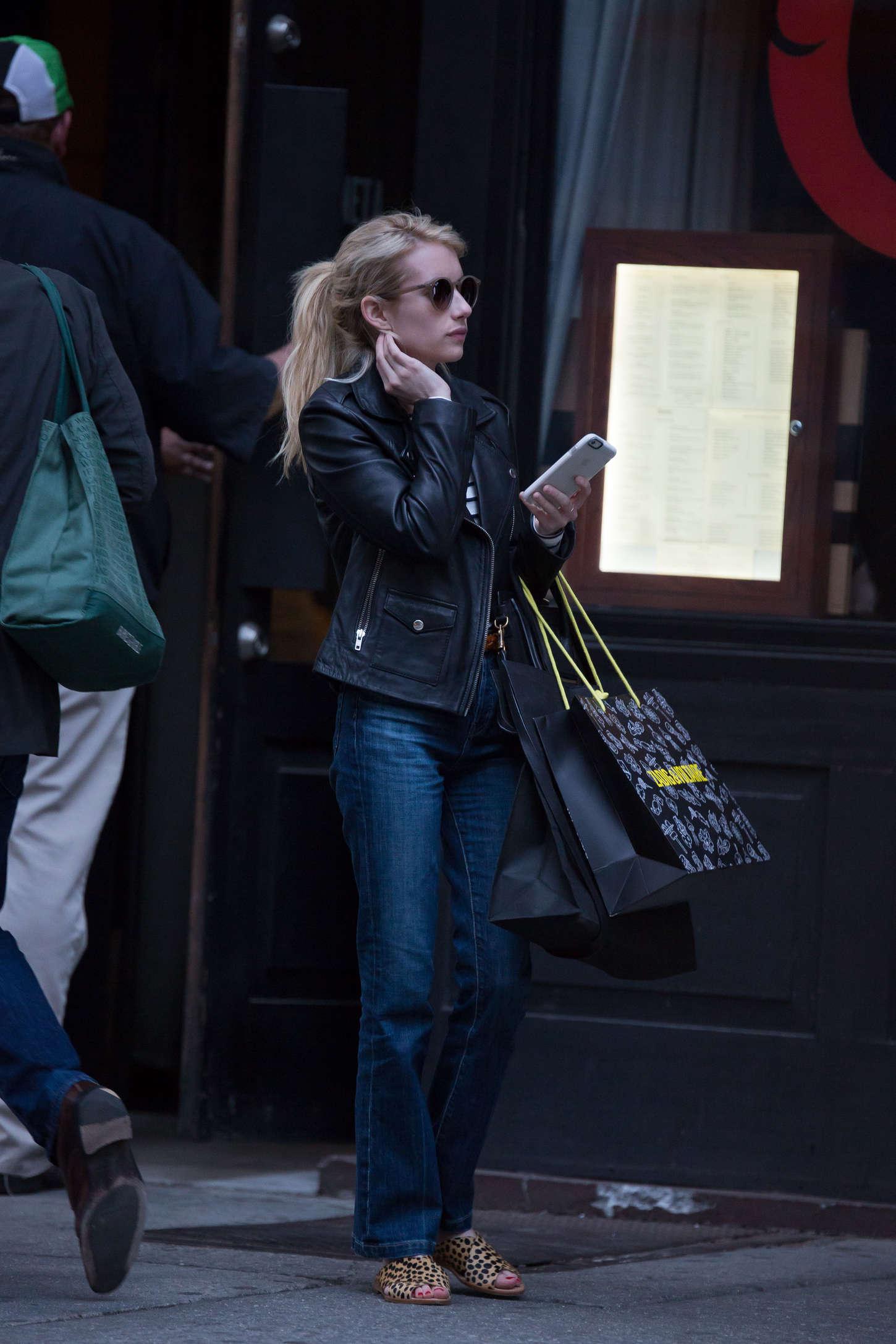 Emma Roberts 2015 : Emma Roberts in Jeans -10