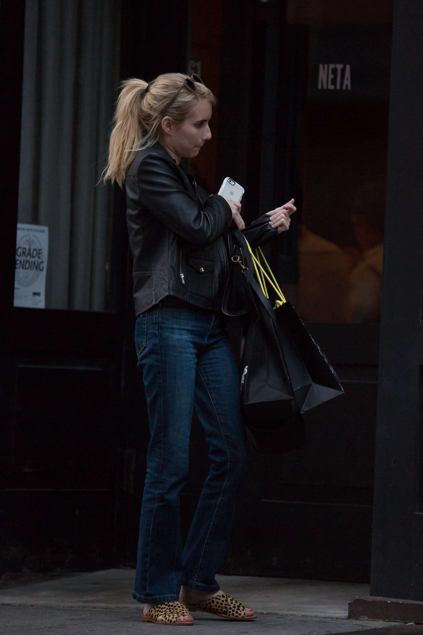 Emma Roberts 2015 : Emma Roberts in Jeans -12