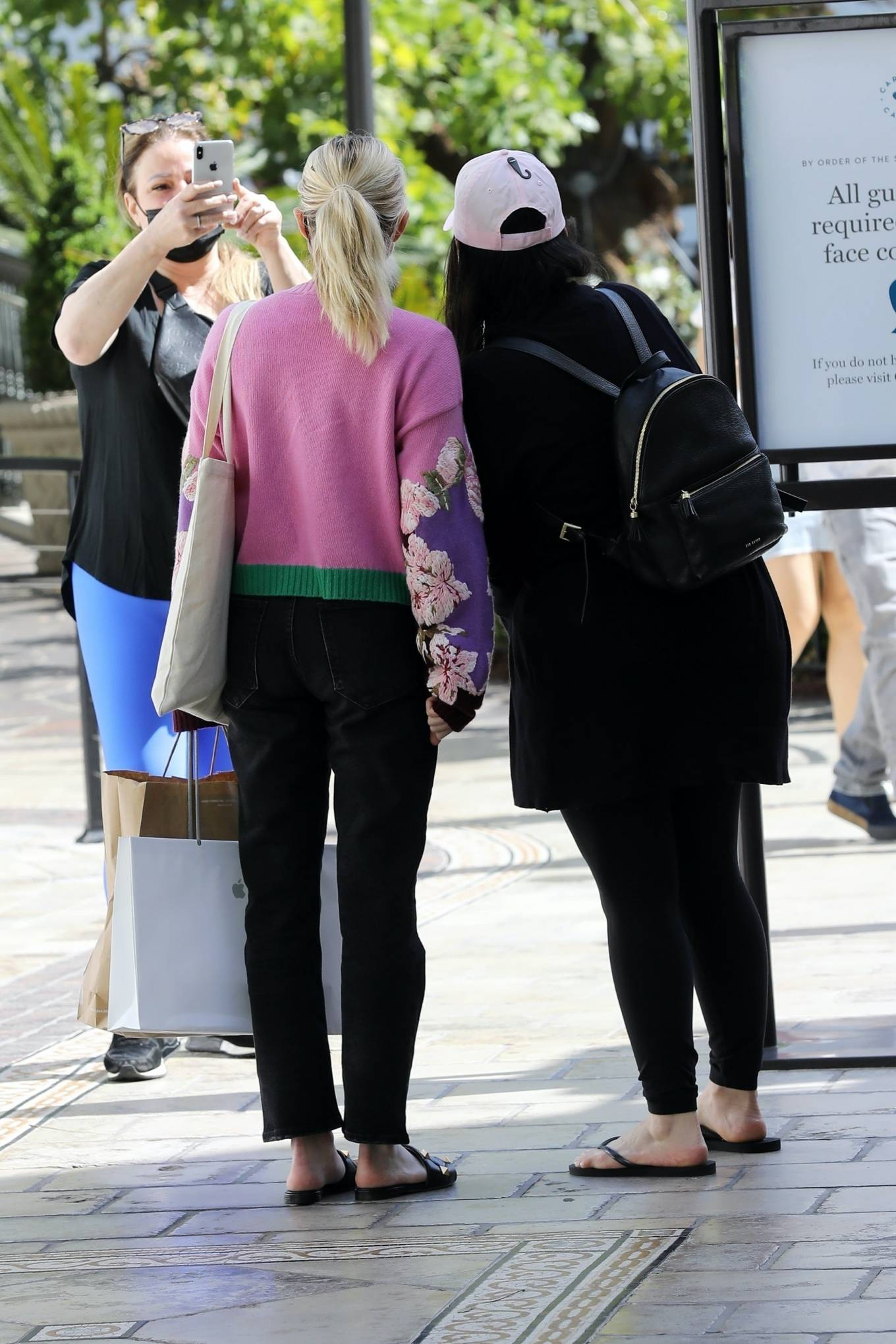 Emma Roberts 2021 : Emma Roberts – Out for a lunch at La Piazza restaurantin Los Angeles-14