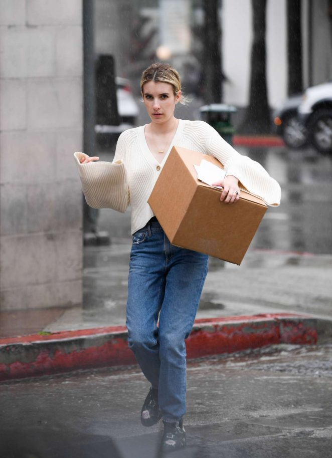 Emma Roberts - Pick up a package at UPS in LA