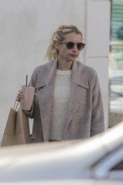Emma Roberts - Picks up a smoothie in Los Feliz