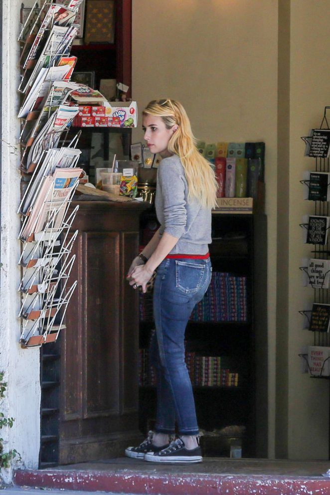 Emma Roberts: Picks up Some Reading Material -02