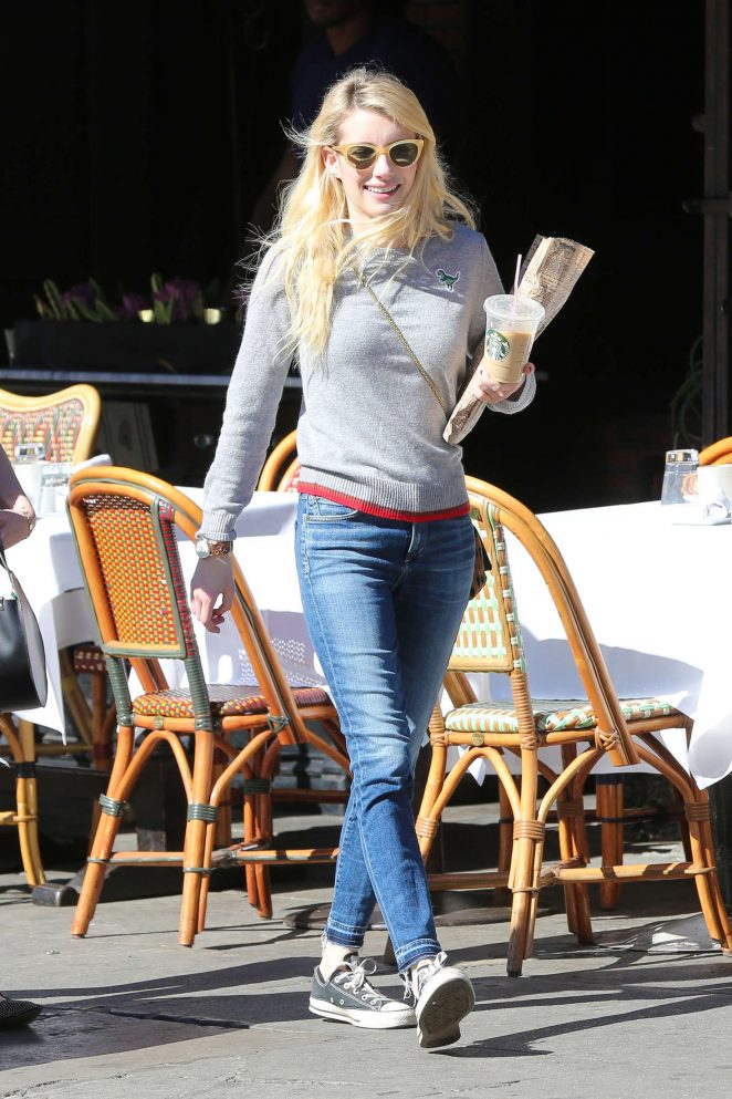 Emma Roberts: Picks up Some Reading Material -03