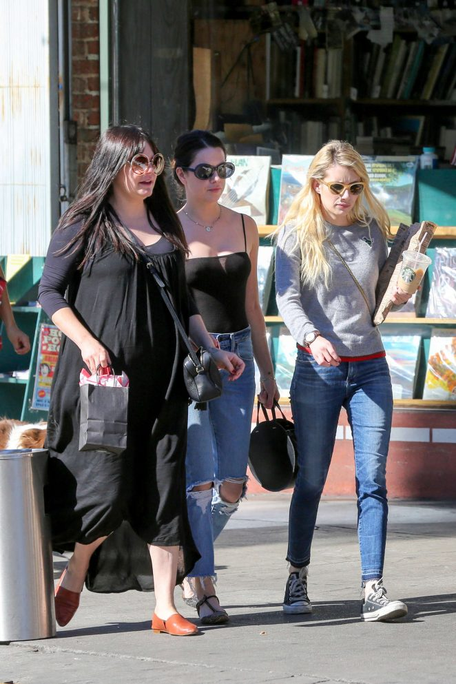 Emma Roberts: Picks up Some Reading Material -12