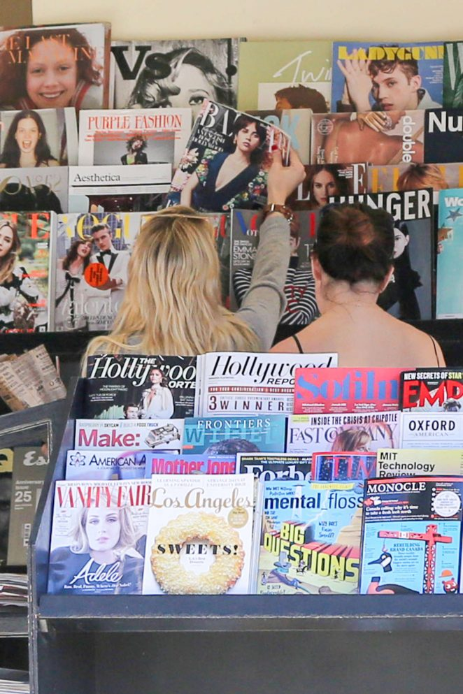 Emma Roberts: Picks up Some Reading Material -14