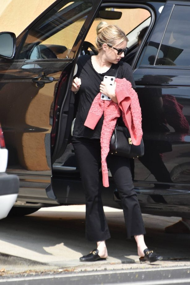 Emma Roberts - returns to her home after running errands in Los Angeles
